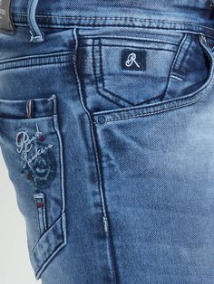 Ripped Jeans Men, Boys Jeans, Denim Pants, Gucci Jeans, Armani Jeans Men, Jeans Style, Ideias Fashion, Denim Outfits, Flare Leg Jeans