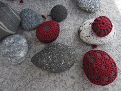 mooie kleur!!!  Ravelry: Project Gallery for Little Urchin Crochet Covered Sea Stones pattern by Margaret Oomen