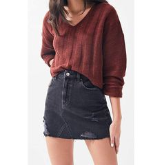 Black denim skirt outfit is every wardrobe staple. You can style it as a casual outfit or an elegant outfit. These outfit ideas are an inspiration. Black Skirt Outfits, Winter Skirt Outfit, Fall Outfits, Casual Outfits, Fashion Outfits, Black Denim Skirt Outfit Summer, Skirt Fashion, Cute Outfits With Skirts, Emo Fashion