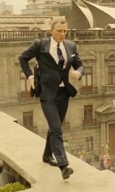 "Daniel Craig as James Bond, in ""Spectre"" Daniel Craig Suit, Daniel Craig Style, Daniel Craig James Bond, James Bond Images, James Bond Women, James Bond Style, Tom Ford James Bond, New James Bond, James Bond Movies"