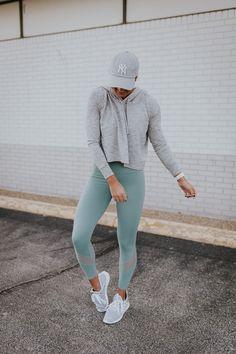 Grey crop hoodie + Alo Yoga leggings #workoutoutfits