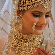 Ditch the Regular jewellery & try the new Offbeat Bridal Jewellery trend! Indian Bridal Outfits, Indian Bridal Fashion, Indian Bridal Makeup, Indian Wedding Bride, Wedding Jewelry For Bride, Bridal Jewelry, Indian Weddings, Silver Jewelry, Bridal Nose Ring