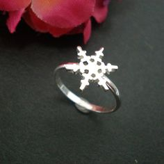 Snowflake Design Silver Ring  Snowflake Jewellery  by yhtanaff, $32.00
