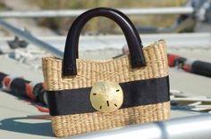 http://www.purseladytoo.com/preppy-nautical-handbags/