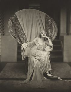 Norma Talmadge 1922.  Great chair.