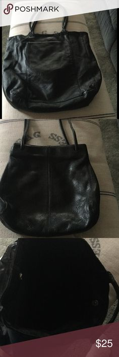 "🛍CHICO'S🛍 BIG LEATHER TOTE🛍 Chico's Big Black Leather Tote 15""x14x4 Gently used💄Black linen lining w/zip pocket on one side and two pouch pockets on other, for cellphone, keys, etc❤️ Chico's Bags Totes"