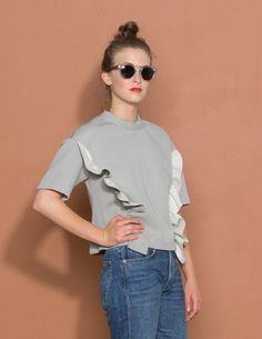 Marni Ruffle Sweatshirt Grey ruffle sweatshirt with a round neck, short sleeves, a cropped straight hem, a rear zip fastening and a circular zipper pull. Composition: 100% Viscose Care: Dry Clean Only