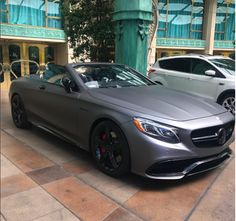 Hubba, hubba! 😍 Our team got up close and personal to this @mercedesbenz hottie. That matte gray gave us all the feels. #ZTMotorsDreamCars #MercedesBenz