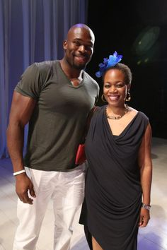Chicago Bears Defensive End Israel Idonije congratulates Crowns playwright and director Regina Taylor following the July 21 performance at Goodman Theatre.  http://www.goodmantheatre.org/Crowns
