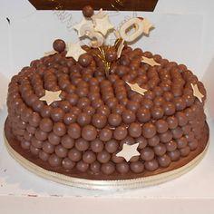Tarta de chocolate decorada con Maltiesers
