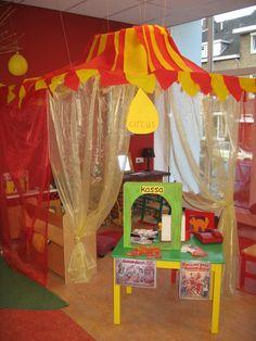 Thema circus Circus Theme Classroom, Circus Activities, Carnival Themes, Dramatic Play, Diy Crafts Videos, Cool Diy, Clowns, Halloween Decorations, Kindergarten