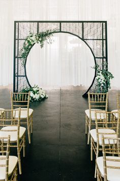 ceremony inspiration - photo by Four Corners Photography http://ruffledblog.com/modern-luxe-summer-wedding-inspiration