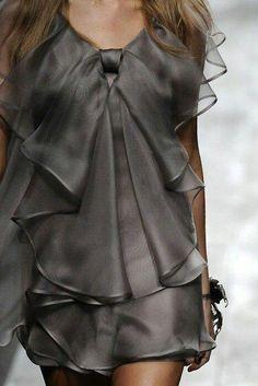 Valentino Spring 2010 Ready-to-Wear Fashion Show Look Fashion, Fashion Details, High Fashion, Fashion Show, Womens Fashion, Fashion Design, Grey Fashion, Latest Fashion, Fashion Trends