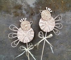 Плетение из газет. У Веруси Newspaper Basket, Newspaper Crafts, Paper Weaving, Weaving Art, Fall Crafts, Diy And Crafts, Crafts For Kids, Willow Weaving, Basket Weaving