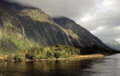 Milford Sound (New Zealand) by WorldAtlasPedia, via Flickr