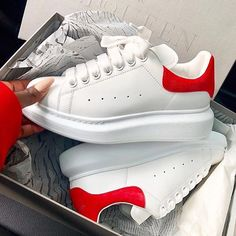 Alexander McQueen Girls Box Sizes : Price : 2999 For order or more information you may contact us at 9599133346 Sneakers Fashion, Fashion Shoes, Shoes Sneakers, London Fashion, Cute Shoes, Me Too Shoes, Alexander Mcqueen Oversized Sneakers, Basket Style, Sneaker Store