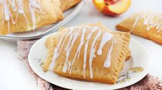 Killer Stuffed-Crescent Desserts - Peaches and Cream Pockets Just Desserts, Delicious Desserts, Dessert Recipes, Yummy Food, Brunch Recipes, Oreo Dessert, Asian Desserts, Pastry Recipes, Fruit Recipes