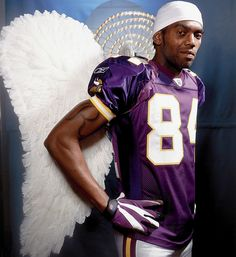 Look at this picture of Randy Moss. Holy crap it's awesome. Vikings Football, Minnesota Vikings, Nfl Football, Football Players, Nebraska, Oklahoma, Wisconsin, Michigan, Viking Pictures