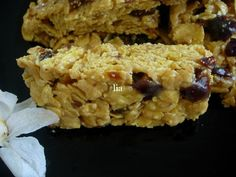 Batoane de cereale cu fructe deshidratate Krispie Treats, Rice Krispies, Risotto, Grains, Yummy Food, Meals, Ethnic Recipes, Desserts, Tailgate Desserts