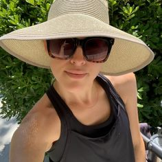 :: Old Lady Things : Sunscreen, Sun hats, and UPF Shirts :: - The Sarcastic Blonde Best Quiche Recipes, Spinach Quiche Recipes, Cake Mix Recipes, Easy Recipes, Cooking Recipes, Lemon Sour Cream Cake, Crack Cake, Pecan Cake, Different Vegetables