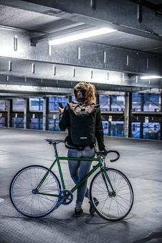 With its payload, this versatile daypack is just the right size for work, school and play. The detachable zippered pocket on the inside offers plenty of space for keys and other small items. Bicycle Women, Bicycle Girl, Fixed Gear Girl, Cycling For Beginners, Go Ride, Female Cyclist, Urban Cycling, Bike Kit, Chill