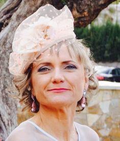 Otra de nuestras #invitadasRFPQ, guapísima con su #tocado rosa empolvado que quedaba genial con su vestido de @silvianavarrocollection ❤️. #bodasalicante #tocados #tocadosboda #hechoamano #invitadas #invitadasconestilo #invitadaperfecta #invitadadeboda #invitadacontocado