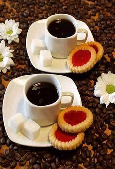 Good morning, coffee to share :) Coffee Art, Hot Coffee, Coffee Drinks, Coffee Shop, Coffee Lovers, Brown Coffee, Drinking Coffee, Good Morning Coffee, Coffee Break