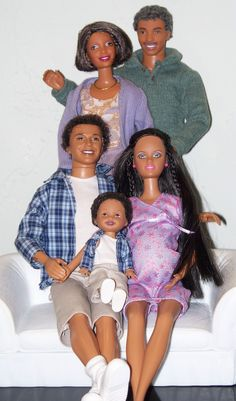 Roxanne's Dolls: A Very Happy Family - African American