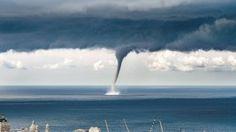 Il Daily Mail pubblica le foto della tromba marina di fronte a Genova