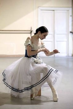 "theroyalballetandi: "" ryanishka: "" intiballet: "" night-at-the-barre: "" (can't find the credit but it looks like Vaganova academy) "" Is she Viktoria Brileva? "" It's totally her "" I never get it why people sew ribbons on their soft ballet shoes, whats. Ballet Poses, Ballet Dancers, Ballerinas, Shall We Dance, Just Dance, Ballet Costumes, Dance Costumes, Princesa Tutu, Ballerina Dancing"