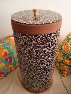 Barrica grande revestida com tecido,excelente cesto pra roupas sujas!