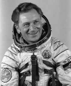 5Th human in space Sigmund Werner Paul Jahn Born : 13 February 1937 Living Outer space : 26 August 1978 Time in space :7d 20h 7m Nationality : German