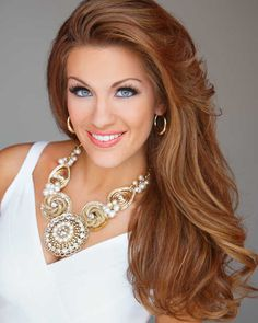 Miss America Betty Cantrell of Georgia grew up hunting and says she can 'skin a rabbit, clean a deer, all those great things every girl should know. Teen Pageant, Pageant Hair, Beauty Pageant, Miss America Hair, Girl Face, Woman Face, Beautiful Eyes, Gorgeous Women, Pageant Photography