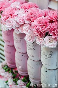 lovely painted mason jars with pink carnations. cheap and diy flowers composition for a vintage inspired country wedding Pink Mason Jars, Mason Jar Flowers, Pink Love, Pretty In Pink, Distressed Mason Jars, Tout Rose, Mason Jar Centerpieces, Shower Centerpieces, Painted Mason Jars