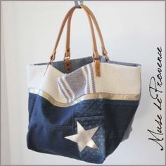 Tote bag in jean's by Muse de Provence. Hand made in France. Patchwork Jeans, Denim Ideas, Love Jeans, Recycle Jeans, Recycled Denim, Denim Bag, Fabric Bags, Fashion Bags, Purses And Bags