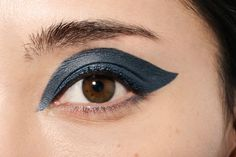 14 Updated Shades Of Blue Eyeshadow - Shiseido Shimmering Cream Eye Color in BL722- Nightfall
