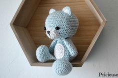 Amigurumi  , doudou teddy réalisé au crochet Couleur : blanc et bleu cielpeut être réalisé de différentes couleurs Fil coton   Mesure environ 15 cm , du haut de sa tête - 20556277