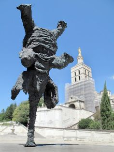 Eléphant du sculpteur Miquel Barcelo en Avignon, place du palais des Papes