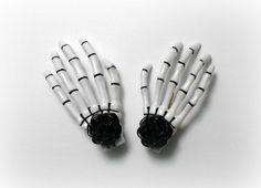 Par de mano esqueleto pelo Clips 2 broches de por NocturnalNative