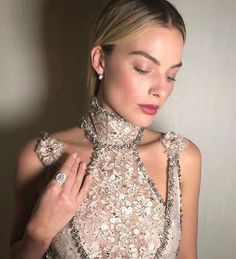 Margot Elise Robbie, Actress Margot Robbie, Naomi Lapaglia, Jane Porter, Thick Brows, Russian Beauty, Dewy Skin, Influential People, Best Actress