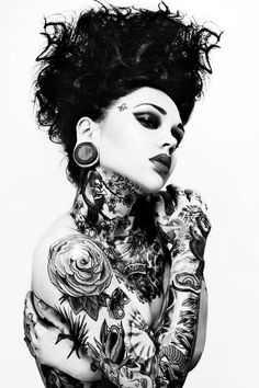 Collection of tattooed people with serious tattoo addiction & some extreme tattoos! // See more big & large tattoos + urban art from many street artists Fake Tattoo, Love Tattoos, Sexy Tattoos, Beautiful Tattoos, Body Art Tattoos, Tattoos For Women, Tattooed Women, Beautiful Body, Tattoo Ink