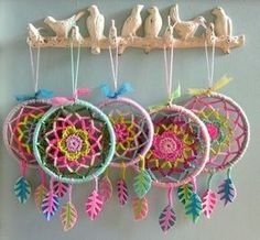 So awesome! Never thought of turning a mandala into a dream catcher.ideas for crochet dreamcatcherPeace / Love / hippie / Happiness / Dream Catcher / Art / Free / Flower / Hope / Moon / Universe / Light / Tattoo / Sky / Yoga / Meditation / Colors / G Crochet Diy, Mandala Au Crochet, Crochet Amigurumi, Crochet Home, Love Crochet, Crochet Gifts, Crochet Flowers, Hand Crochet, Crochet Ideas