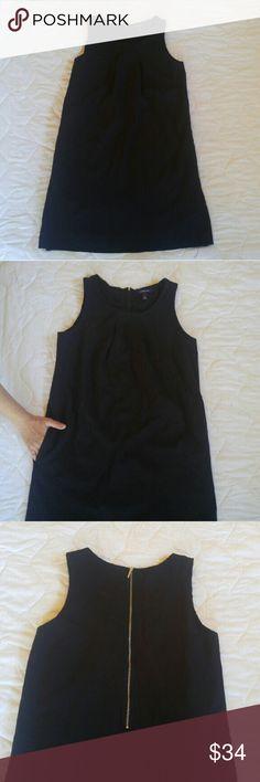 Land's End jumper shift dress Land's End jumper style shift dress. Fully lined, Pleated neckline, exposed back zipper, and concealed pockets. Lands' End Dresses Midi