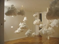 This installation would be great to recreate for an exploration with children in arts, or something like it...