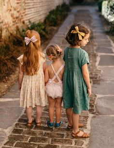 Handmade hair bows by Wunderkin Co to pair with your baby, toddler or little girl's free spirited style + fashion. Each bow is handmade by women in the USA and guaranteed for life!