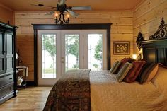 By the Water's Edge: Lakeside Log Cabin