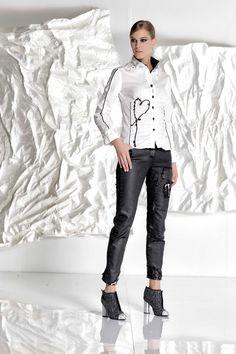 DANIELA DALLAVALLE - #danieladallavalle #collection #fw17 #elisacavaletti #woman #chick #jeans #fashion #details #detailsmatter #booties #shirt #blackandwhite