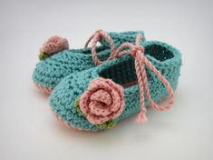 Turquoise and Pink Crochet Baby Shoes - baby girl booties, knit baby shoes, aqua pink flower baby booties, knit baby shoes