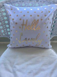 Misya Home Altın 'Hello Lovely' Baskılı BEYAZ Zemin Bed Pillows, Pillow Cases, Pillows