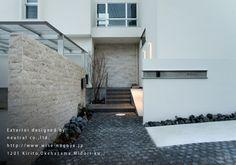 ヨーロッパの石畳風アプローチ Industrial House, Modern Industrial, Fence Wall Design, Entrance Sign, Minimal Home, Exterior Design, Facade, Minimalism, Stairs